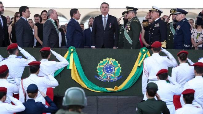 Presidente Jair Bolsonaro deu mais poder aos generais ao mudar comando da Casa Civil.