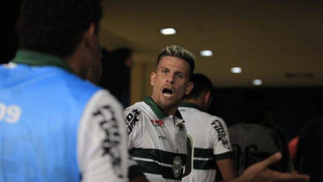 Jogadores do Coritiba deixaram o campo bastante nervosos após eliminação