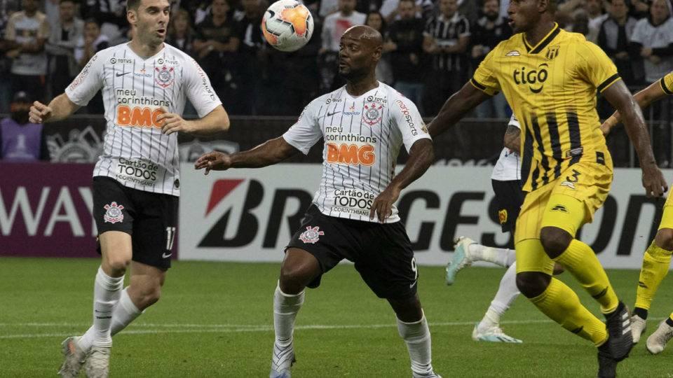 Athletico cutuca Corinthians nas redes sociais por eliminação na Libertadores