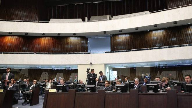 Sessão plenária na Assembleia Legislativa