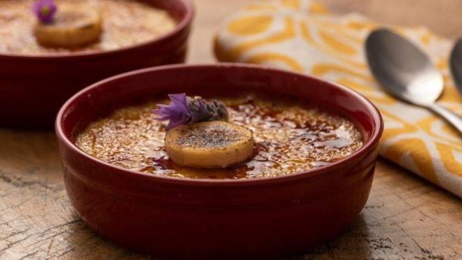 Crème brûlée de banana, uma saborosa variação da clássica sobremesa.