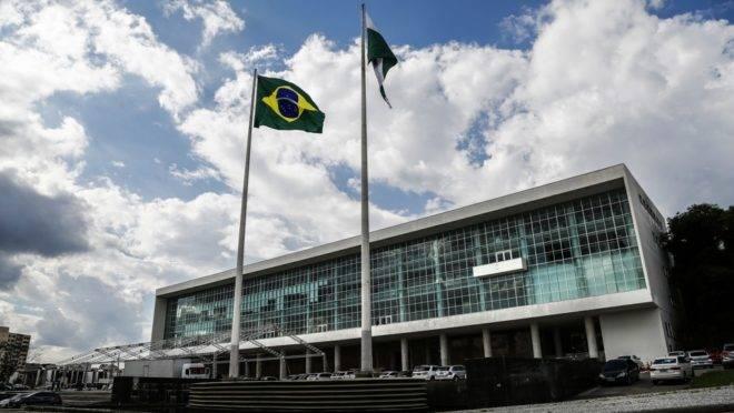 Até a decisão do STF, todos os ocupantes do Palácio Iguaçu, no cargo de governador, tinham direito ao benefício vitalício.