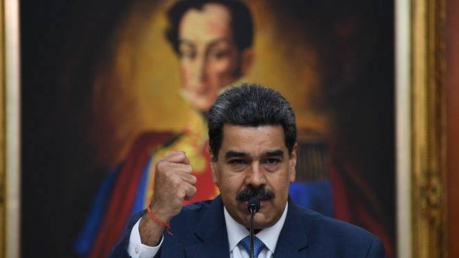 O ditador venezuelano Nicolás Maduro acusa Bolsonaro de arrastar o Brasil para conflito com Venezuela, em coletiva à imprensa internacional em Caracas, 14 de fevereiro de 2020