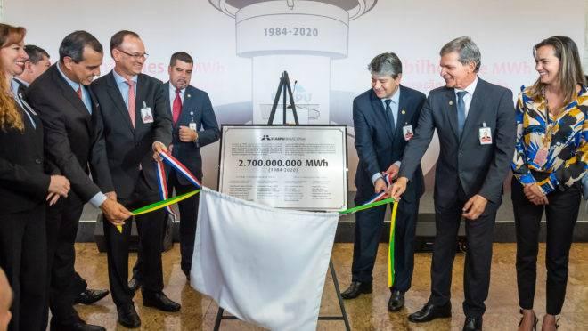 Itaipu celebrou a marca de 2,7 bilhões de MWh produzidos desde o início da operação da usina: Anexo C do tratado terá que ser rediscutido em 2023.