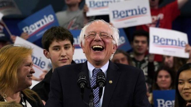 O senador Bernie Sanders, pré-candidato à presidência dos EUA pelo Partido Democrata, em comício em New Hampshire, 11 de fevereiro de 2020
