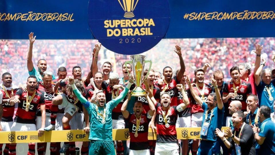Flamengo faz 3 a 0 no Athletico, ergue troféu e pode ganhar 3 taças em 10 dias