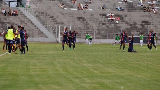 Coritiba saiu na frente do placar, mas perdeu para o Cascavel CR