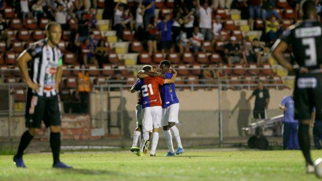 Renan Bressan fez o gol da partida na Vila.