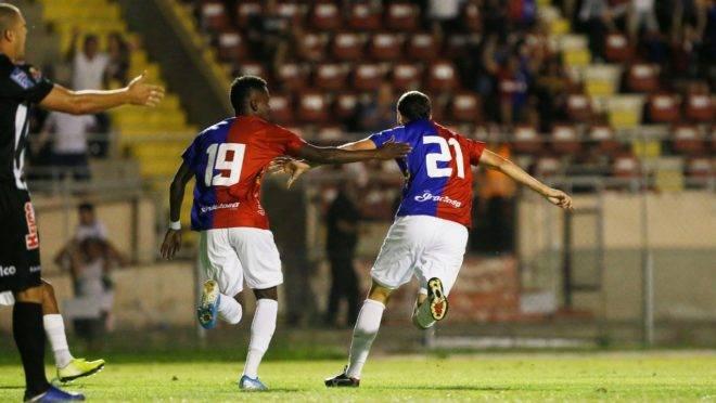 Renan Bressan estreou com gol na Vila.