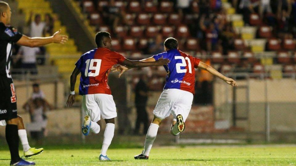 Paraná conta com estrela de estreante na vitória sobre o Operário