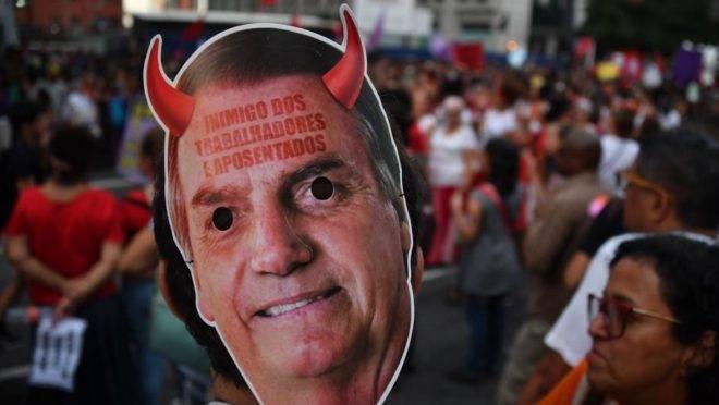 Protesto de rua contra o presidente Jair Bolsonaro: oposição está perdida e prefere alimentar o ódio a ser paciente e propositiva.