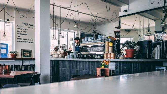 São mais de 3,5 mil cafeterias entre negócios próprios e franquias em todo o Brasil, e com grande potencial de crescimento segundo a ABF. Foto: Unsplash.