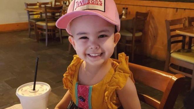 Restaurante abre mais cedo para atender cliente de 3 anos com câncer