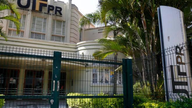 Fachada da UTFPR, em Curitiba.
