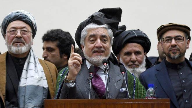 O candidato à presidência de oposição Abdullah Abdullah discursa após o anúncio do resultado final das eleições no Afeganistão, 18 de fevereiro de 2020. Ele contestou a vitória de seu rival Ashraf Ghani e prometeu formar governo paralelo