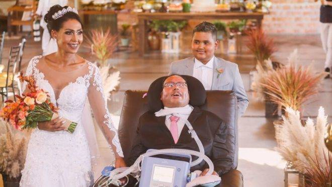 Antônio Arcanjo Rodrigues, de 54 anos, tem Esclerose Lateral Amiotrófica (ELA) e só consegue mexer os olhos e esboçar um leve sorriso. Mesmo assim, realizou o sonho de casar uma das filhas no último dia 8 de fevereiro, em Curitiba.