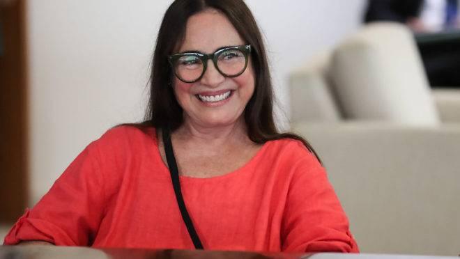 Troca na Secretaria de Cultura opõe Regina Duarte e Olavo de Carvalho