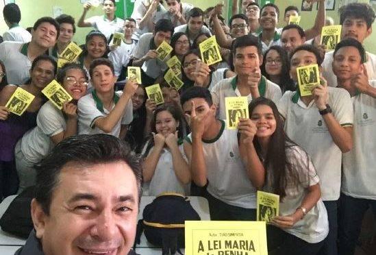 Cordelista com alunos de escola municipal em Teresina-PI