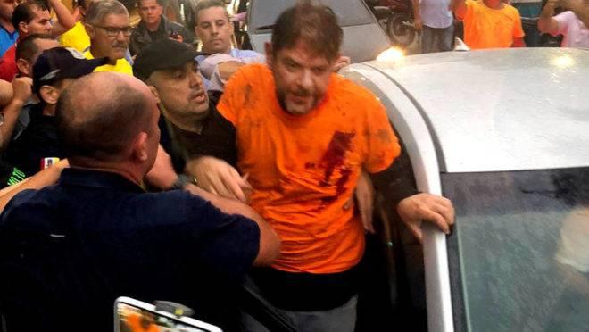 Cid Gomes baleado é socorrido em Sobral (CE).