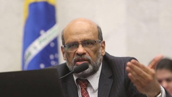 Secretário da Fazenda do Paraná, Renê de Oliveira Garcia Junior, presta contas na Assembleia Legislativa