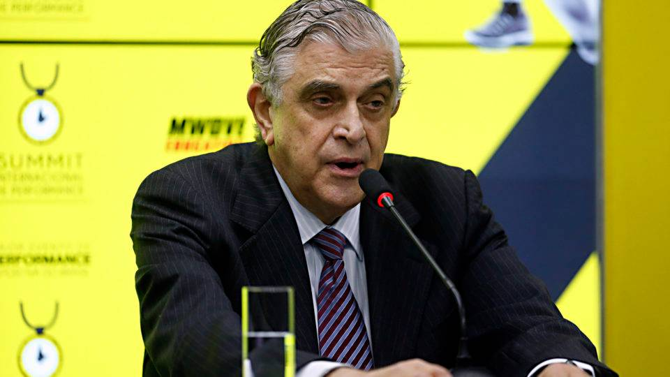 A pergunta de R$ 200 milhões: para onde vai o dinheiro das vendas no Athletico, Petraglia?