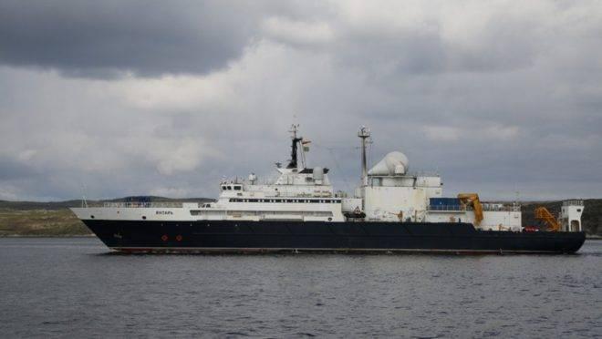 Oficialmente, o navio russo Yantar viaja pelo mundo realizando pesquisas.