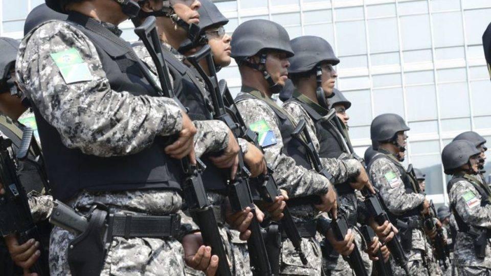 Após autorização de Bolsonaro, 2.500 soldados patrulham ruas de Fortaleza
