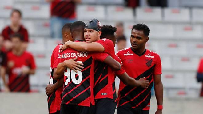Bissoli e Carlos Eduardo marcaram na vitória do Athletico