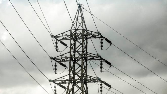 Torres de transmissão de alta tensão de energia eletrica na Avenida das Torres em Curitiba.