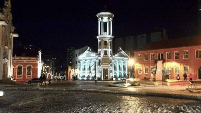 Primeira Igreja Presbiteriana Independente de Curitiba não foi poupada durante tumultos de carnaval