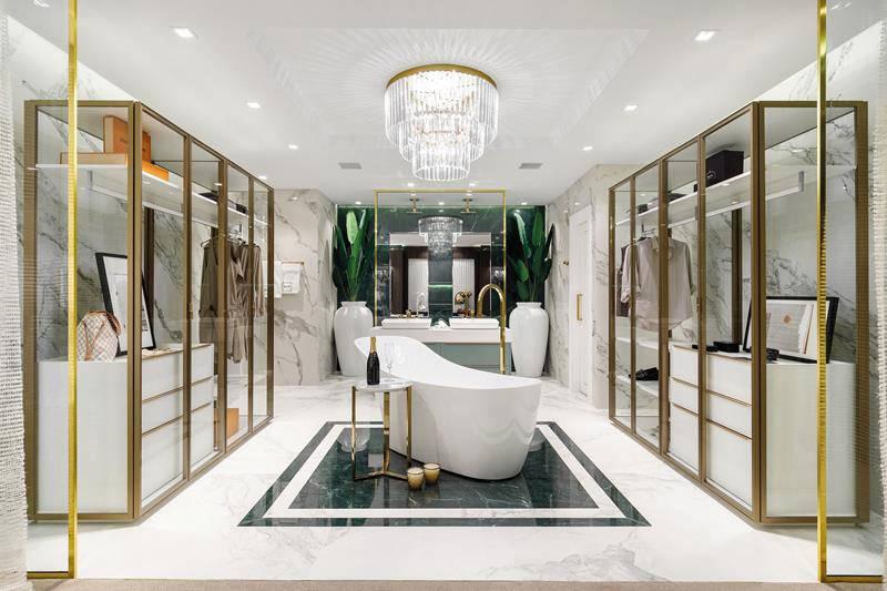 O closet SCA é totalmente translúcido, destacando a banheira localizada no meio do ambiente.