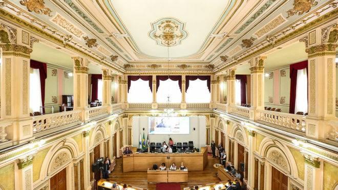 Sessão plenária na Câmara de Curitiba