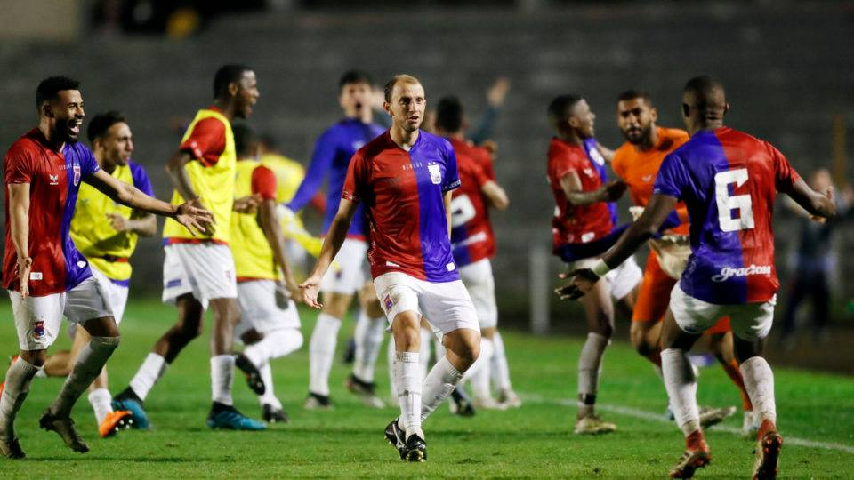 Herói do Paraná cobra jantar prometido por comentarista da Globo em caso de gol