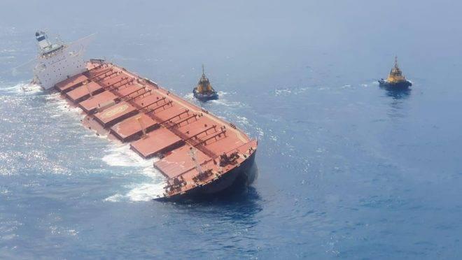 Navio está carregado com minério da Vale