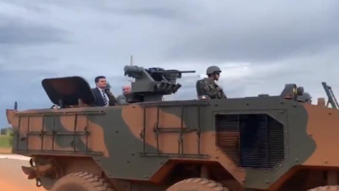 Moro usou tanque de Guerra para visitar presídio