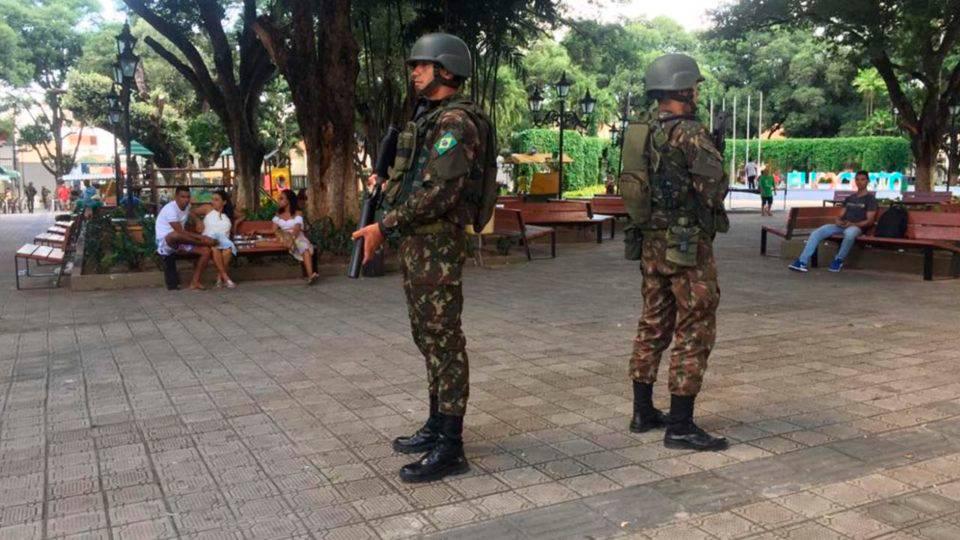 Exército não tirará policiais amotinados de escola do Ceará