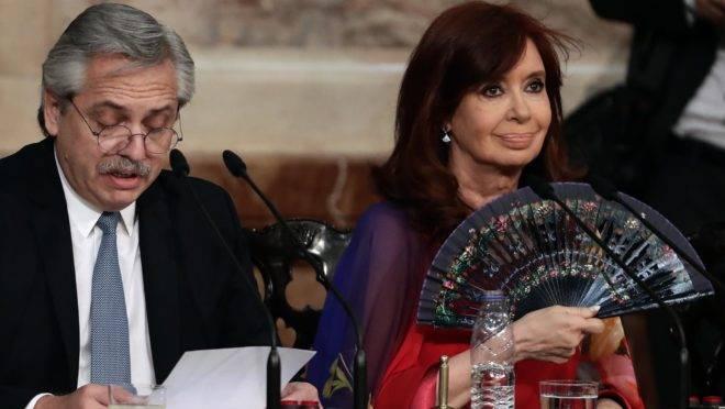 Alberto Fernández e Cristina Kirchner durante abertura do ano legislativo na Argentina