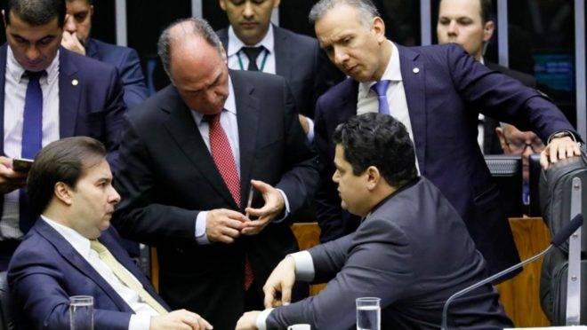 Presidentes da Câmara, Rodrigo Maia, e do Senado, Davi Alcolumbre, em sessão do Congresso que aprovou R$ 30 bilhões em emendas impositivas, em dezembro do ano passado.