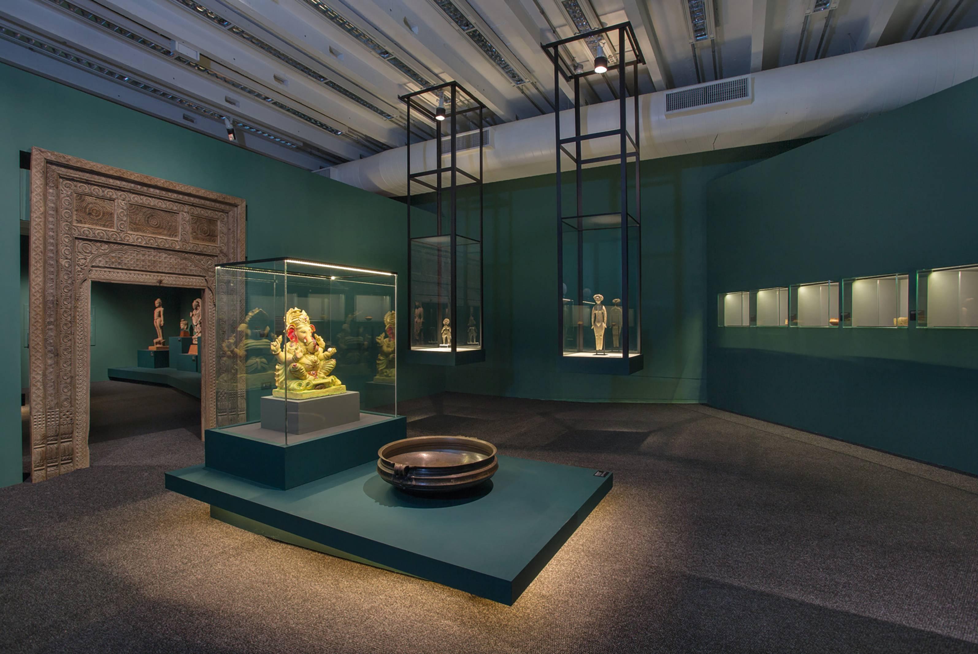 Exposição Ásia: a terra, os homens, os deuses no Museu Oscar Niemeyer.
