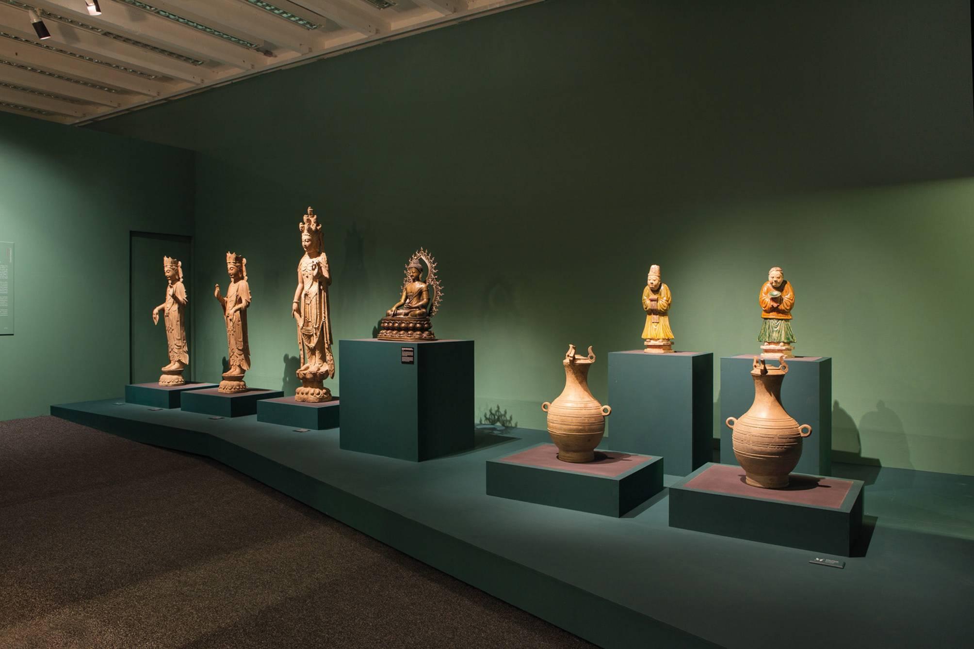 Exposição Ásia: a terra, os homens, os deuses, no Museu Oscar Niemeyer, apresenta itens adquiridos pelo embaixador Fausto Godoy em 11 países.