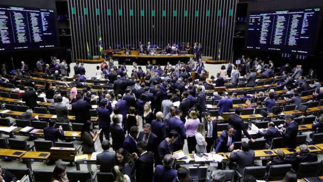 Deputados e senadores na sessão do Congresso em 03/03/2020