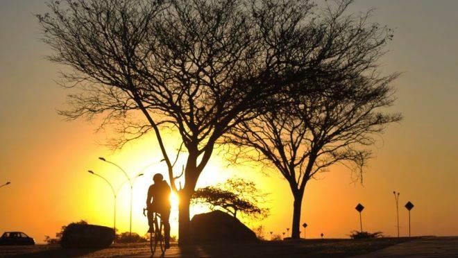 Nascer do sol na capital federal Brasília: Brasil está na transição para um novo modelo de desenvolvimento econômico.