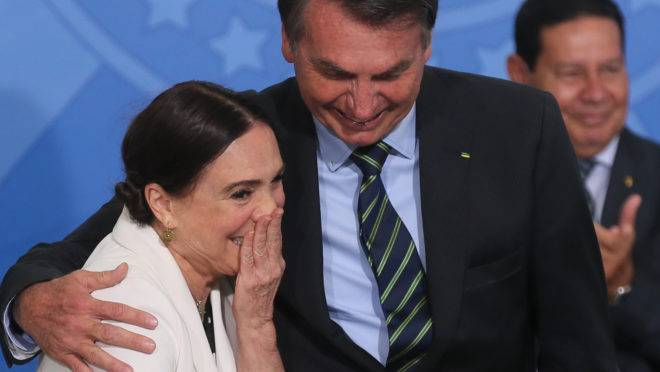 O presidente Jair Bolsonaro durante a posse da secretária especial da Cultura do Ministério do Turismo, Regina Duarte