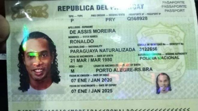 Resultado de imagem para Ronaldinho Gaúcho é preso com passaporte falso no Paraguai
