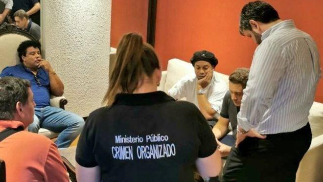 Ronaldinho e o irmão foram presos preventivamente na sexta-feira (06)