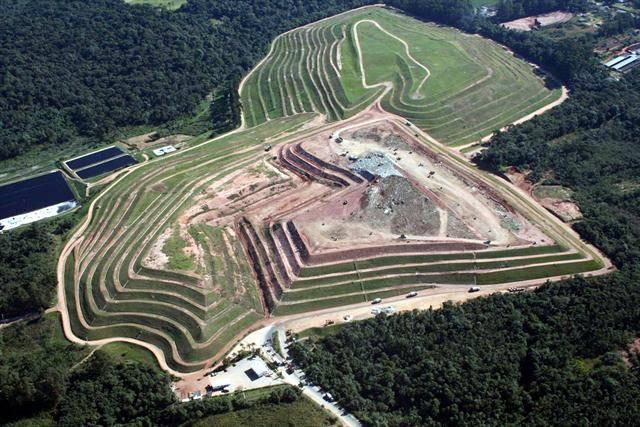 Imagem do aterro da Caximba em 2010, quando foi desativado.