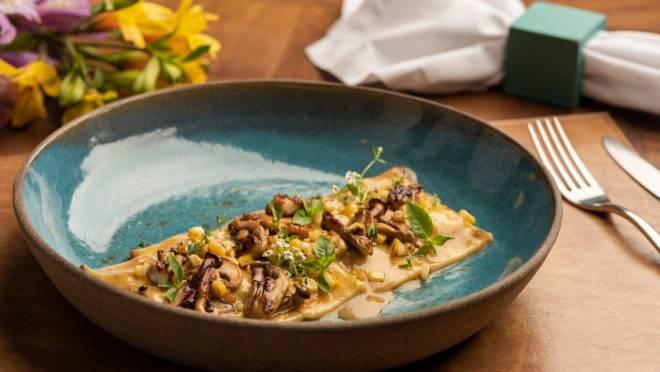 O Festival Bom Gourmet tem diversas opções sem carne dentre os mais de 140 menus do evento, como o raviolini com recheio cremoso de milho verde, velouté de cogumelos e alho-poró do Sel Et Sucre.