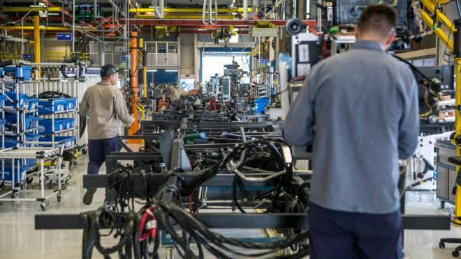 Confiança do empresário industrial tem queda sem precedentes, revela CNI