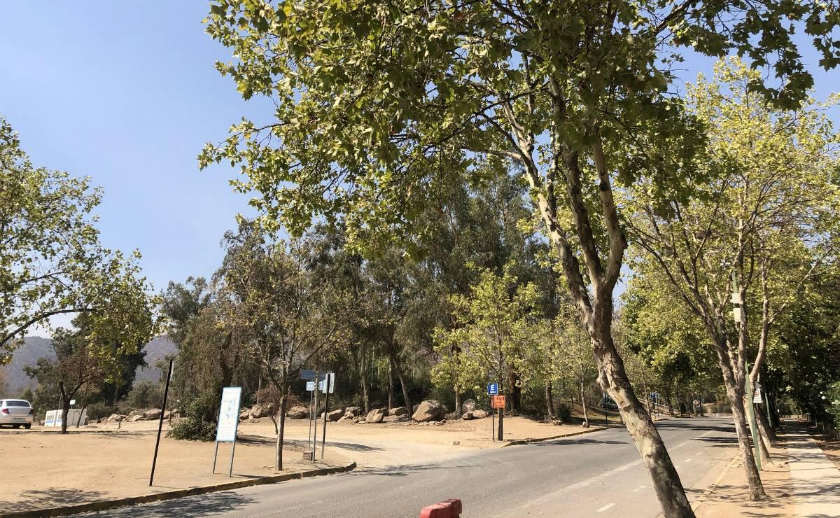Ruas desertas na região do estádio e do CT da Católica.