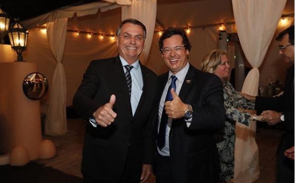 O secretário postou, no domingo (8), uma foto ao lado do presidente Jair Bolsonaro.